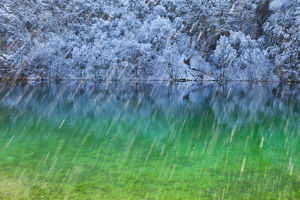 latest highlights/highlights 2013/colourful water reflections snow plitvice lakes